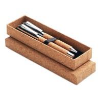 Σετ μεταλλικών στυλό σε κουτί από φελλό.