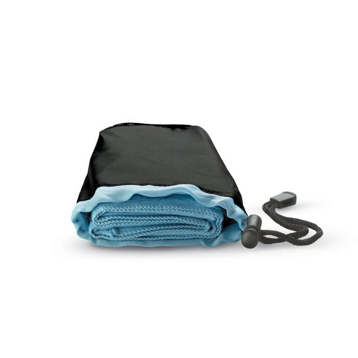 Αθλητική πετσέτα σε νάιλον θήκη.