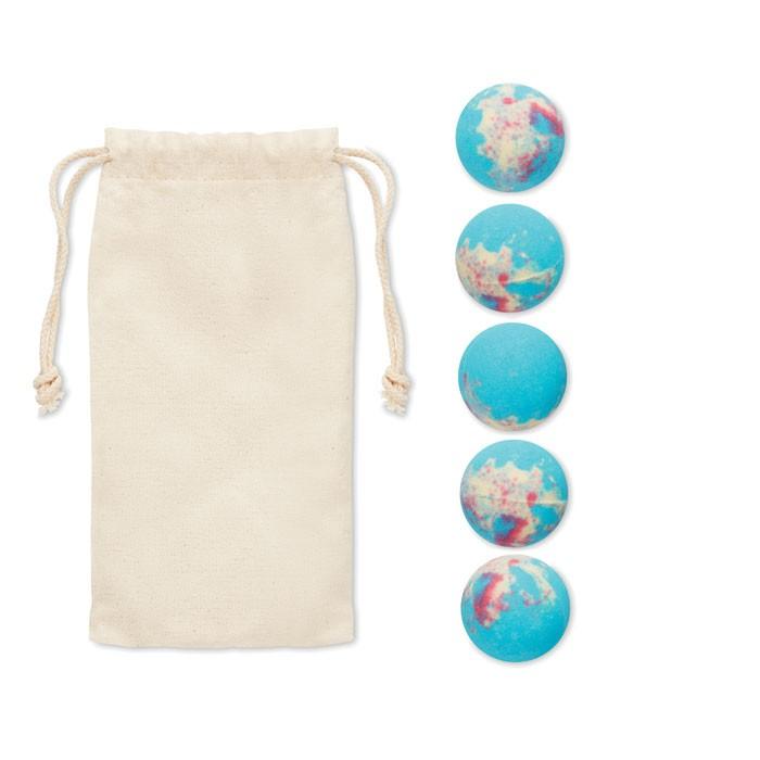 5 effervescent bath bombs